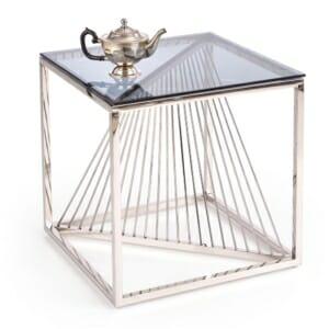 Луксозна масичка за кафе като куб от стъкло и хром