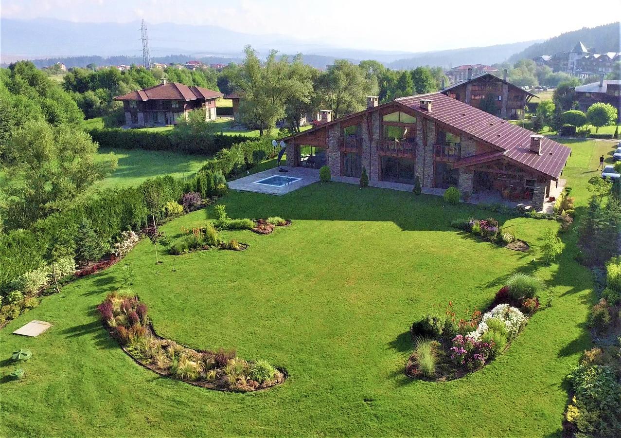 Luxury Chalet & Spa Tia Maria - панорамен изглед през лятото