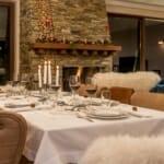 Luxury Chalet & Spa Tia Maria - трапезна маса край камината