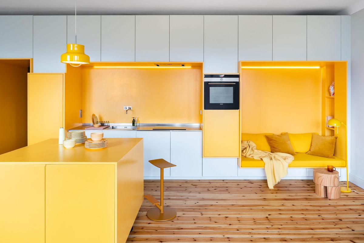 Модерна кухня в жълто