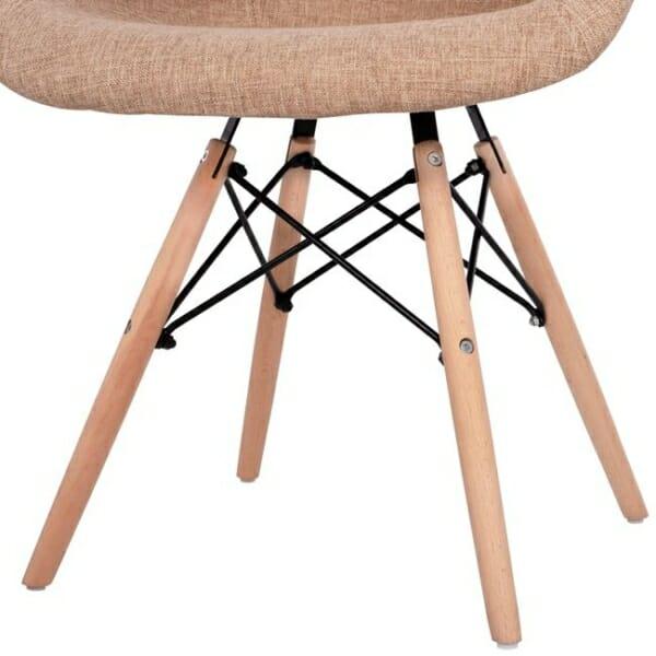 Модерно кресло с букови крака и подлакътници бежово крака