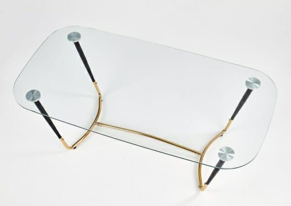 Стъклена холна маса с метална основа в златисто и черно - изглед отгоре