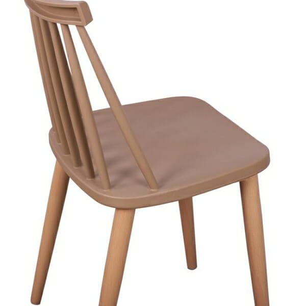 Трапезен стол с метални крака капучино детайли седалка