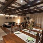 Villa Chalet Everest - всекидневна с тавани с греди