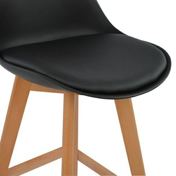 Висок бар стол с букови крака и мека възглавница черно седалка