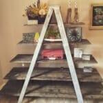 идеи за етажерки за стена: Етажерка стълба от рециклирано дърво
