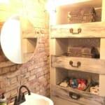 идеи за етажерки за стена: Уникална дървена етажерка за баня