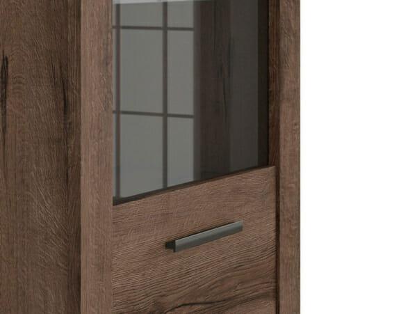 Шкаф със стъклена витрина и осветление Балин - цвят манастирски дъб - детайл