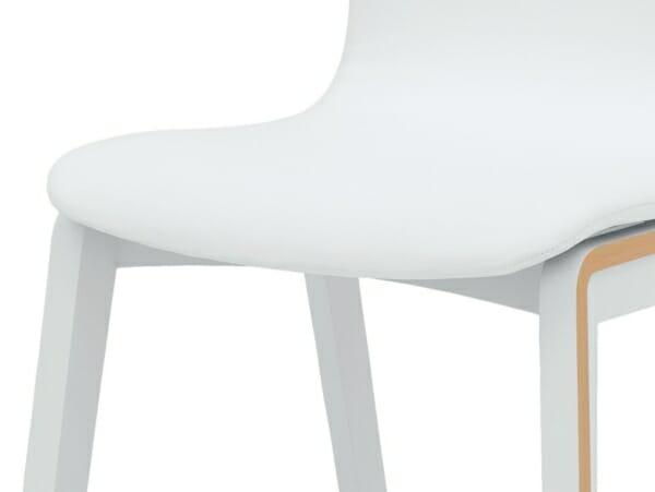 Бял трапезен стол с дървени крачета и текстилна дамаска Бари - детайл