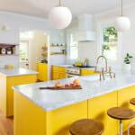 Кухня в жълто с мраморни плотове - Cedar&Moss