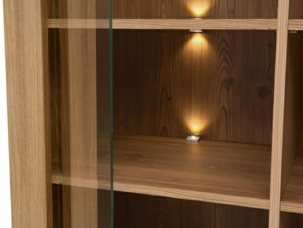 Висок шкаф витрина с 4 вратички и LED осветление Берген - детайл