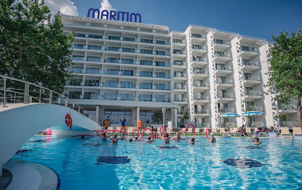 Парадайс Блу Хотел & СПА - фасада и външен басейн