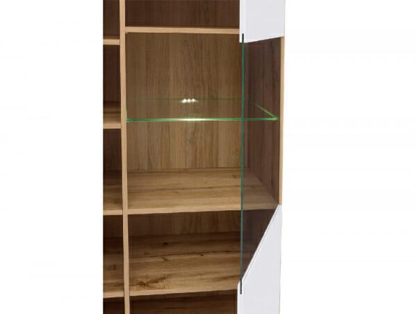 Шкаф в бял гланц със стъклена витрина Зелле - детайл