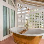 Баня с вана на открито