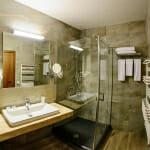Баня в апартамент в Хотел Хот Спрингс Медикъл и СПА
