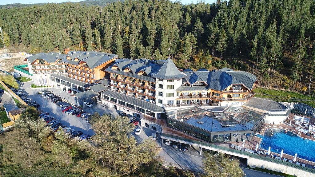 Хотел Хот Спрингс Медикъл и СПА-снимка на сградата от дрон