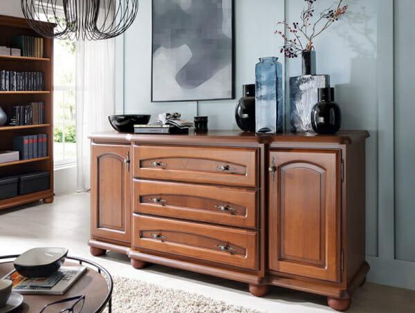 Широк дървен шкаф в класически стил Бавария - декор