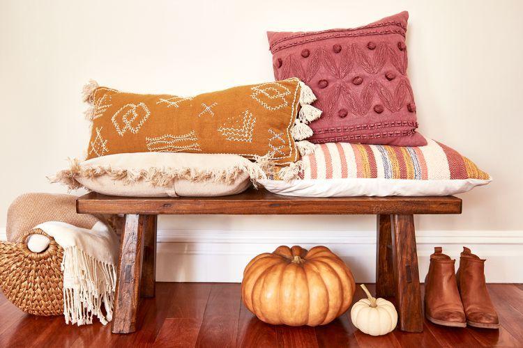 Декорация в есенни цветове и материи