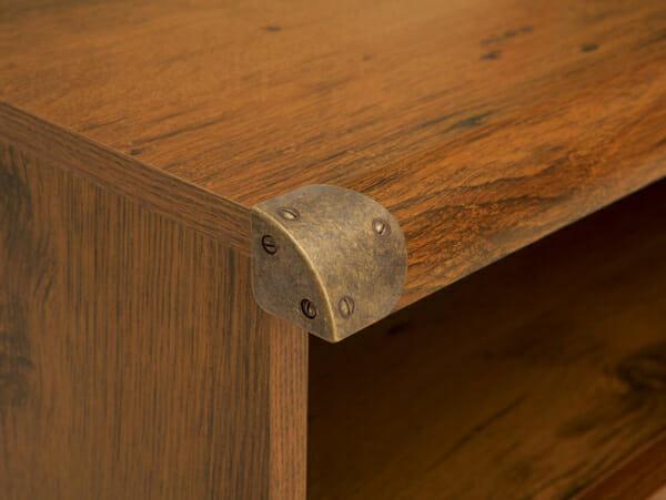 Нощно шкафче със старинен вид Индиана - детайл