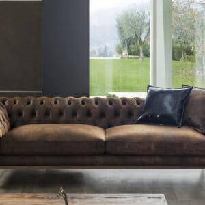 Триместен диван в кафяв цвят с красива облегалка Fedes