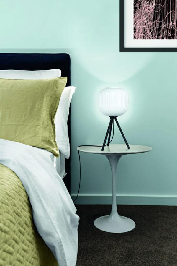 Стъклена настолна лампа в черно и бяло Mantunalle - декор