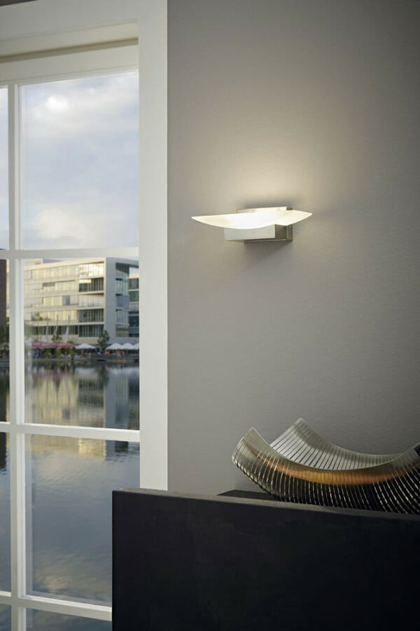 LED аплик с модерна визия Metrass в бяло и никел мат- интериор